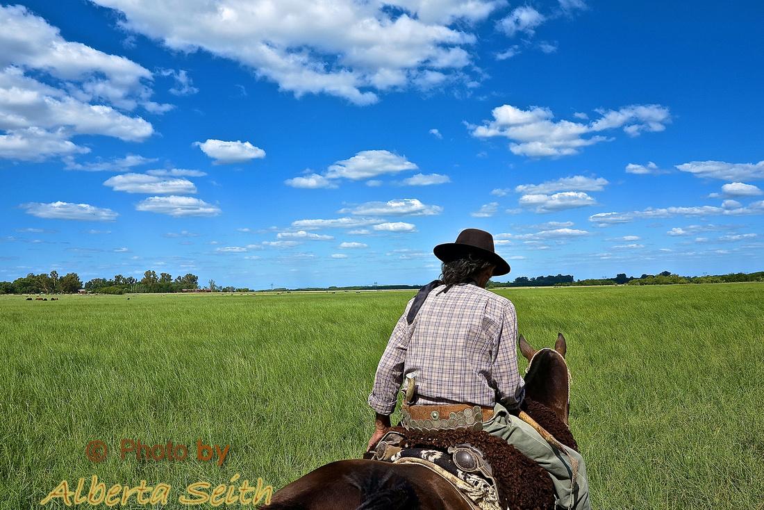 Oscar leading ride at Estancia El Umbu de Areco