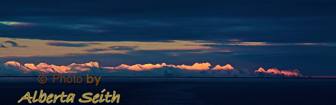 Sun sets over Elephant Island