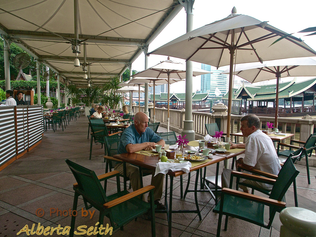 Breakfast on the river at the Peninsula